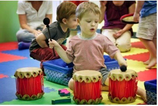 Muzikoterapie pro děti s autismem
